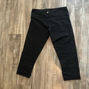 Dark Denim LULULEMON SIZE 4 Cropped leggings